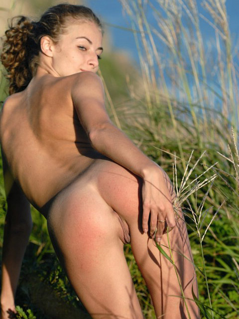 Sexy exotic babe naked outdoors