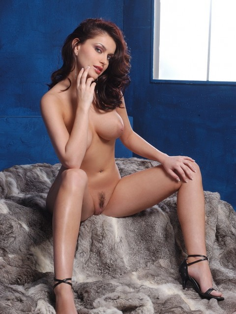 nude brunette marketa